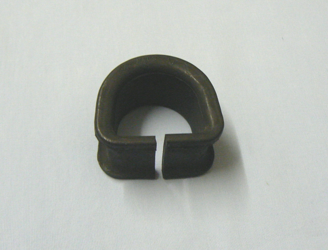 A007H4103Z STEERING RACK MOUNTING  (Small, for non-pinion end)