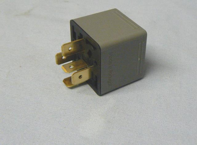 SJ079M0010 30 AMP RELAY (VARIOUS APPLICATIONS)